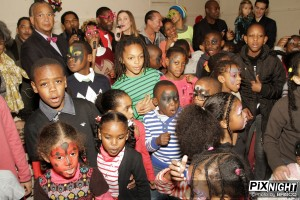 Enfants pendant l'Arbre de Noël 2013